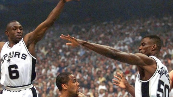 SAN ANTONIO, UNITED STATES: Damon Stoudamire (C) of the Portland Trail Blazers passes the ball between Avery Johnson (L) and David Robinson (R) of the San Antonio Spurs during game two of the NBA Western Conference Finals 31 May 1999 at the Alamodome in San Antonio, TX. The Spurs have a 1-0 lead in the best-of-seven series. ELECTRONIC IMAGE AFP PHOTO/Robert SULLIVAN (Photo credit should read ROBERT SULLIVAN/AFP/Getty Images)