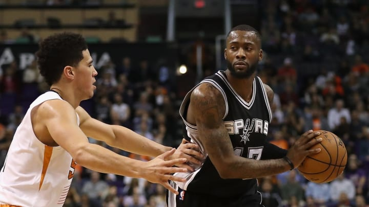 PHOENIX, AZ – DECEMBER 15: Jonathon Simmons #17 of the San Antonio Spurs looks to pass during the second half of the NBA game against the Phoenix Suns at Talking Stick Resort Arena (Photo by Christian Petersen/Getty Images)
