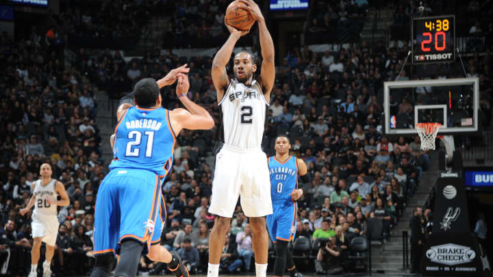 SAN ANTONIO, TX – JANUARY 31: Kawhi Leonard #2 of the San Antonio Spurs shoots the ball against the Oklahoma City Thunder during the game on January 31, 2017 at the AT&T Center in San Antonio, Texas. (Photos by Mark Sobhani/NBAE via Getty Images)