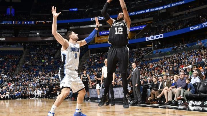 ORLANDO, FL – FEBRUARY 15: LaMarcus Aldridge #12 of the San Antonio Spurs shoots the ball against Nikola Vucevic #9 of the Orlando Magic (Photo by Fernando Medina/NBAE via Getty Images)