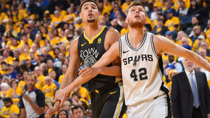 OAKLAND, CA – APRIL 16: Davis Bertans #42 of the San Antonio Spurs boxes out against Klay Thompson #11 of the Golden State Warriors in Game Two of Round One of the 2018 NBA Playoffs on April 16, 2018 at ORACLE Arena in Oakland, California. (Photo by Andrew D. Bernstein/NBAE via Getty Images)