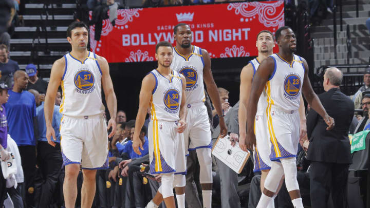 SACRAMENTO, CA - JANUARY 8: Zaza Pachulia #27, Stephen Curry #30, Kevin Durant #35, Klay Thompson #11 and Draymond Green #23 of the Golden State Warriors face off against the Sacramento Kings on January 8, 2017 at Golden 1 Center in Sacramento, California. NOTE TO USER: User expressly acknowledges and agrees that, by downloading and or using this photograph, User is consenting to the terms and conditions of the Getty Images Agreement. Mandatory Copyright Notice: Copyright 2017 NBAE (Photo by Rocky Widner/NBAE via Getty Images)