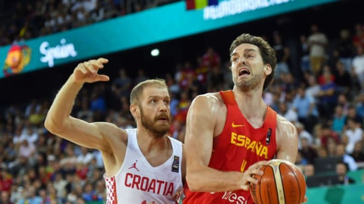 Luka Zoric (L) of Croatia vies with Pau Gasol (R) of Spain during their Group C men's basketball match of the FIBA Eurobasket 2017 between Croatia and Spain in Cluj Napoca city on September 5, 2017. / AFP PHOTO / DANIEL MIHAILESCU (Photo credit should read DANIEL MIHAILESCU/AFP/Getty Images)