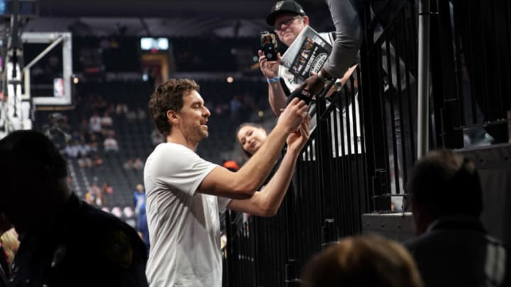 SAN ANTONIO, TX - NOVEMBER 2: Pau Gasol #16 of the San Antonio Spurs signs autographs before the game against the Golden State Warriors on November 2, 2017 at the AT&T Center in San Antonio, Texas. NOTE TO USER: User expressly acknowledges and agrees that, by downloading and or using this photograph, User is consenting to the terms and conditions of the Getty Images License Agreement. Mandatory Copyright Notice: Copyright 2017 NBAE (Photo by Darren Carroll/NBAE via Getty Images)