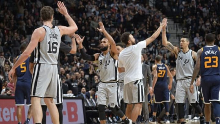SAN ANTONIO, TX – FEBRUARY 3: the San Antonio Spurs exchange handshakes after the game against the Utah Jazz on February 3, 2018 at the AT&T Center in San Antonio, Texas. NOTE TO USER: User expressly acknowledges and agrees that, by downloading and or using this photograph, user is consenting to the terms and conditions of the Getty Images License Agreement. Mandatory Copyright Notice: Copyright 2018 NBAE (Photos by Mark Sobhani/NBAE via Getty Images)