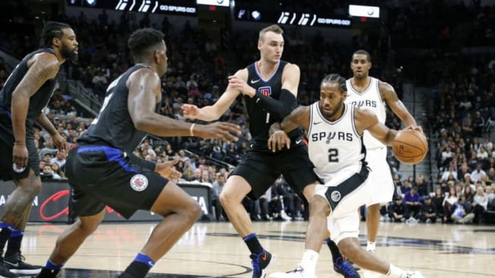 SAN ANTONIO,TX - DECEMBER 18 : Kawhi Leonard #2 of the San Antonio Spurs tries to drive on Sam Dekker #7 of the Los Angeles Clippersat AT&T Center on December 18, 2017 in San Antonio, Texas. NOTE TO USER: User expressly acknowledges and agrees that , by downloading and or using this photograph, User is consenting to the terms and conditions of the Getty Images License Agreement. (Photo by Ronald Cortes/Getty Images)