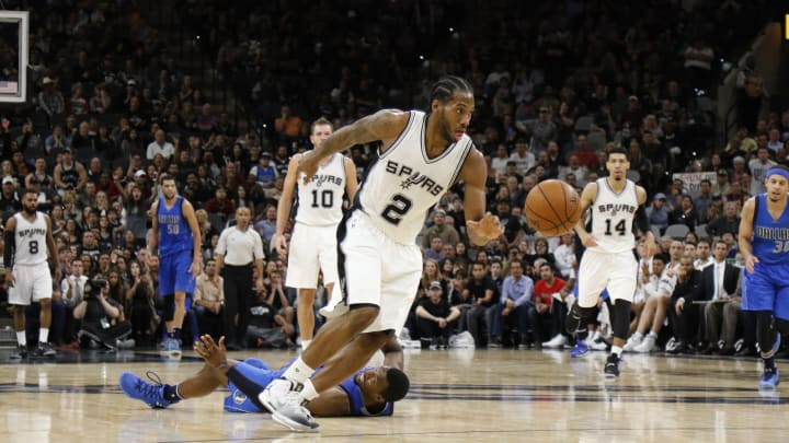 SAN ANTONIO, TX – NOVEMBER 21: Kawhi Leonard #2 of the San Antonio Spurs steals the ball from Harrison Barnes #40 of the Dallas Mavericks en route to a dunk at AT&T Center in 2016 (Photo by Ronald Cortes/Getty Images)