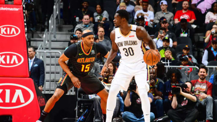ATLANTA, GA – MARCH 10: Vince Carter (15) of the Atlanta Hawks plays defense against during the game against potential San Antonio Spurs target Julius Randle #30 of the New Orleans Pelicans on March 10, 2019 at State Farm Arena in Atlanta, Georgia. (Photo by Scott Cunningham/NBAE via Getty Images)