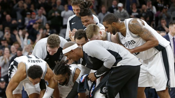 SAN ANTONIO, TX – JANUARY 29: Rudy Gay #22 of the San Antonio Spurs is congratulated by teammates after scoring the game winning shot at the buzzer to defeat the Phoenix Suns 126-124 (Photo by Edward A. Ornelas/Getty Images)