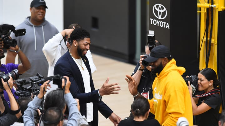 Anthony Davis and LeBron James (Photo by Juan Ocampo/NBAE via Getty Images)