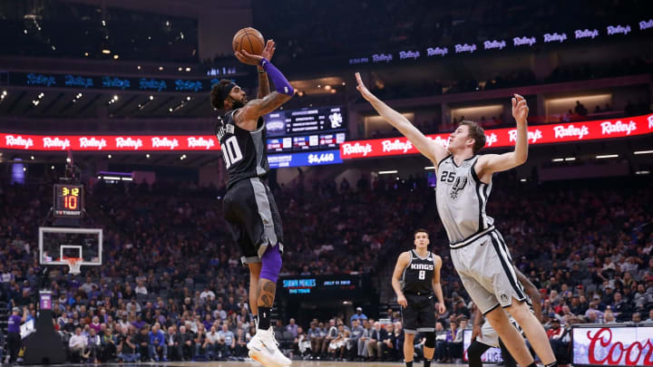 SACRAMENTO, CA – NOVEMBER 12: Willie Cauley-Stein #00 of the Sacramento Kings shoots over Jakob Poeltl #25 of the San Antonio Spurs at Golden 1 Center. (Photo by Lachlan Cunningham/Getty Images)
