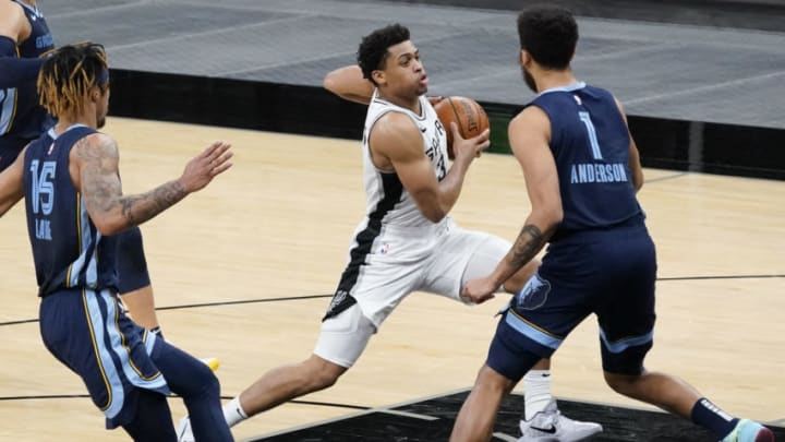 Feb 1, 2021; San Antonio, Texas, USA; San Antonio Spurs forward Keldon Johnson (3) drives to the basket against Memphis Grizzlies forwards Kyle Anderson (1) and Brandon Clarke (15) in the third quarter at AT&T Center. Mandatory Credit: Scott Wachter-USA TODAY Sports