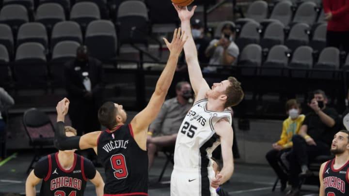 Mar 27, 2021; San Antonio, Texas, USA; San Antonio Spurs center Jakob Poeltl (25) and Chicago Bulls center Nikola Vučević (9) in a jump ball to start the game at AT&T Center. Mandatory Credit: Scott Wachter-USA TODAY Sports