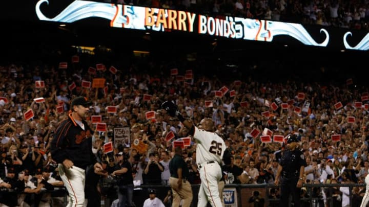 SAN FRANCISCO - SEPTEMBER 26: Barry Bonds #25 of the San Francisco Giants waves to fans as leaves the game at the end of the sixth inning against the San Diego Padres September 26, 2007 at AT&T Park in San Francisco, California. Tonight will be the final home game for Bonds as a member of the San Francisco Giants. (Photo by Justin Sullivan/Getty Images)