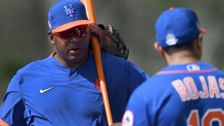 New York Mets bench coach Hensley Meulens (left) talks with manager Luis Rojas during the morning spring training workout. (Jim Rassol-USA TODAY Sports)