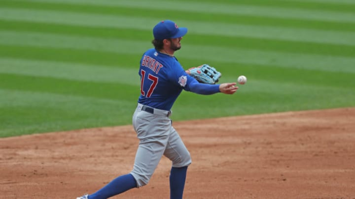 Chicago Cubs third baseman Kris Bryant (17) throws to second base. (Dennis Wierzbicki-USA TODAY Sports)