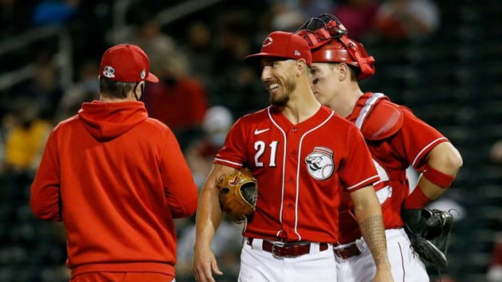 Cincinnati Reds relief pitcher Michael Lorenzen (21) smiles to manager David Bell as he is pulled in the fifth inning.