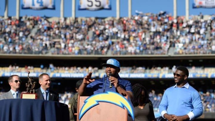 Nov 22, 2015; San Diego, CA, USA; San Diego Chargers former fullback Lorenzo Neal (center) talks during former running back LaDanian Tomlison