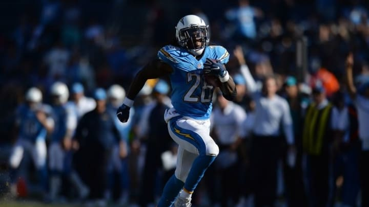 Nov 6, 2016; San Diego, CA, USA; San Diego Chargers running back Melvin Gordon (28) runs for a first down during the second quarter against the Tennessee Titans at Qualcomm Stadium. Mandatory Credit: Jake Roth-USA TODAY Sports