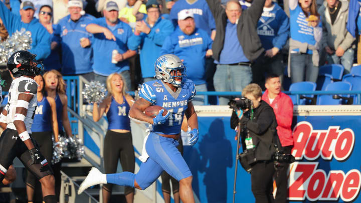 MEMPHIS, TN – DECEMBER 7: Antonio Gibson #14 of the Memphis Tigers runs for a touchdown against the Cincinnati Bearcats during the American Athletic Conference Championship game on December 7, 2019, at Liberty Bowl Memorial Stadium in Memphis, Tennessee. Memphis defeated Cincinnati 29-24. (Photo by Joe Murphy/Getty Images)