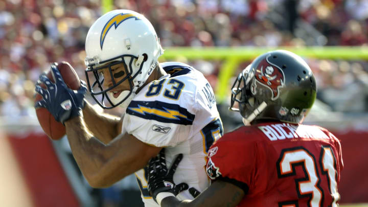 TAMPA, FL – DECEMBER 21: Wide receiver Vincent Jackson #83 of the San Diego Chargers grabs a sideline pass against the Tampa Bay Buccaneers at Raymond James Stadium on December 21, 2008, in Tampa, Florida. (Photo by Al Messerschmidt/Getty Images)