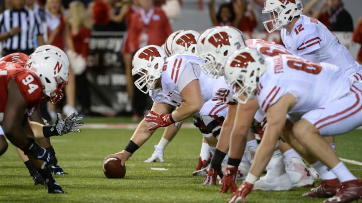 LINCOLN, NE – OCTOBER 07: Offensive lineman Tyler Biadasz #61 of the Wisconsin Badgers snaps the ball to quarterback Alex Hornibrook #12 against the Nebraska Cornhuskers at Memorial Stadium on October 7, 2017, in Lincoln, Nebraska. (Photo by Steven Branscombe/Getty Images)