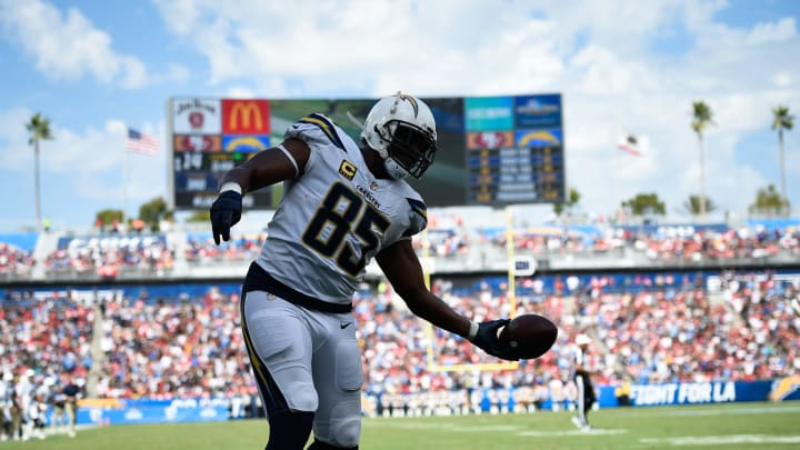 CARSON, CA – SEPTEMBER 30: Tight end Antonio Gates #85 of the Los Angeles Chargers scores a touchdown at StubHub Center on September 30, 2018 in Carson, California. (Photo by Kevork Djansezian/Getty Images)