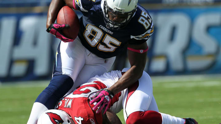 SAN DIEGO – OCTOBER 03: Tight end Antonio Gates #85 of the San Diego Chargers carries the ball against safety Adrian Wilson #24 of the Arizona Cardinals at Qualcomm Stadium on October 3, 2010 in San Diego, California. (Photo by Stephen Dunn/Getty Images)