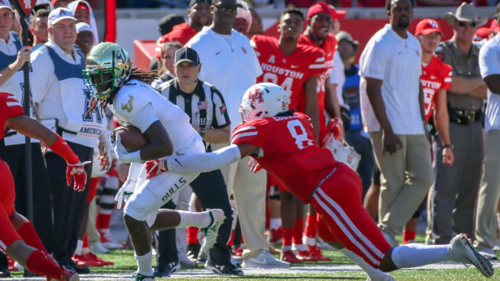 HOUSTON, TX – OCTOBER 27: Houston Cougars linebacker Emeke Egbule (8) tackles South Florida Bulls wide receiver Ryeshene Bronson (6) during the football game between the USF Bulls and Houston Cougars on October 27, 2018 at TDECU Stadium in Houston, Texas. (Photo by Leslie Plaza Johnson/Icon Sportswire via Getty Images)