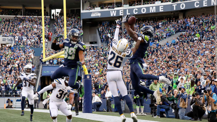 SEATTLE, WASHINGTON – NOVEMBER 04: Jaron Brown #18 of the Seattle Seahawks catches a pass for a touchdown past Casey Hayward Jr. #26 of the Los Angeles Chargers in the first quarter at CenturyLink Field on November 04, 2018 in Seattle, Washington. (Photo by Otto Greule Jr/Getty Images)