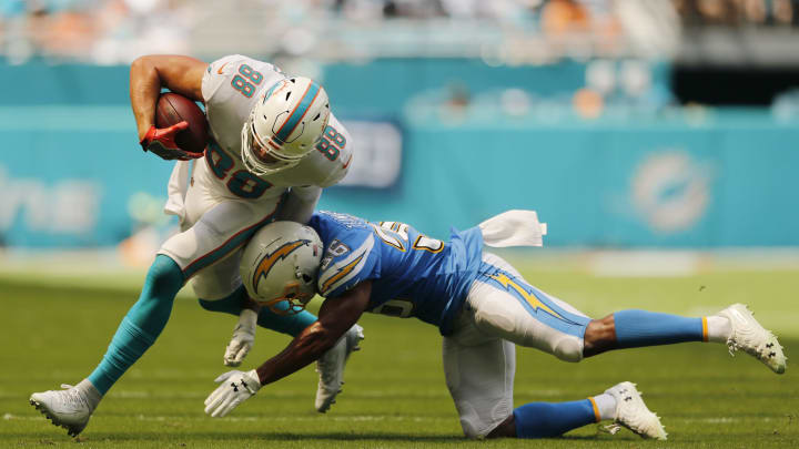 MIAMI, FLORIDA – SEPTEMBER 29: Mike Gesicki #88 of the Miami Dolphins breaks a tackle from Roderic Teamer #36 of the Los Angeles Chargers during the second quarter at Hard Rock Stadium on September 29, 2019 in Miami, Florida. (Photo by Michael Reaves/Getty Images)