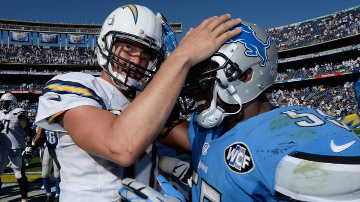 SAN DIEGO, CA – SEPTEMBER 13: Quarterback Philip Rivers #17 of the San Diego Chargers shakes hands with middle linebacker Stephen Tulloch #55 of the Detroit Lions after the Chargers defeated the Lions 33-28 at Qualcomm Stadium on September 13, 2015 in San Diego, California. (Photo by Donald Miralle/Getty Images)