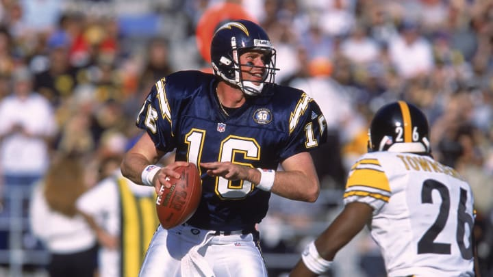 24 Dec 2000: Quarterback Ryan Leaf #16 of the San Diego Chargers looks to pass the ball during the game against the Pittsburgh Steelers at Qualcomm Stadium in San Diego, California. The Steelers defeated the Chargers 34-21.Mandatory Credit: Stephen Dunn /Allsport