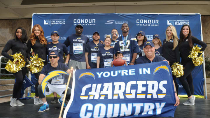 LOS ANGELES, CA - MARCH 19: LA Chargers linebacker Denzel Perryman and participants pose for a photo during the 2017 Skechers Performance Los Angeles Marathon on March 19, 2017 in Los Angeles, California. (Photo by Jonathan Moore/Getty Images for LA Marathon)
