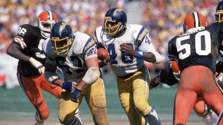 SAN DIEGO – SEPTEMBER 25: Running back Chuck Muncie #48 of the San Diego Chargers runs behind the protection of teammate offensive guard Ed White #67 during a game against the Cleveland Browns at Jack Murphy Stadium on September 25, 1983 in San Diego, California. The Browns won 30-24. (Photo by George Rose/Getty Images)
