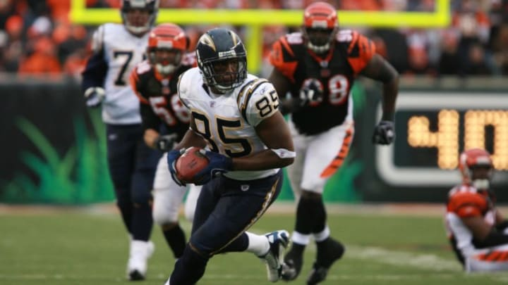 CINCINNATI - NOVEMBER 12: Antonio Gates #85 of the San Diego Chargers runs with the ball during a game against the Cincinnati Bengals on November 12, 2006 at Paul Brown Stadium in Cincinnati, Ohio. The Chargers defeated the Bengals 49-41. (Photo by Jim McIsaac/Getty Images)