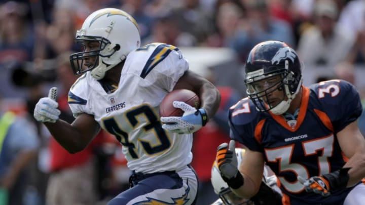 DENVER - SEPTEMBER 14: Darren Sproles #43 of the San Diego Chargers rushes as Calvin Lowry #37 of the Denver Broncos pursues during NFL action at Invesco Field at Mile High on September 14, 2008 in Denver, Colorado. The Broncos defeated the Chargers 39-38. (Photo by Doug Pensinger/Getty Images)