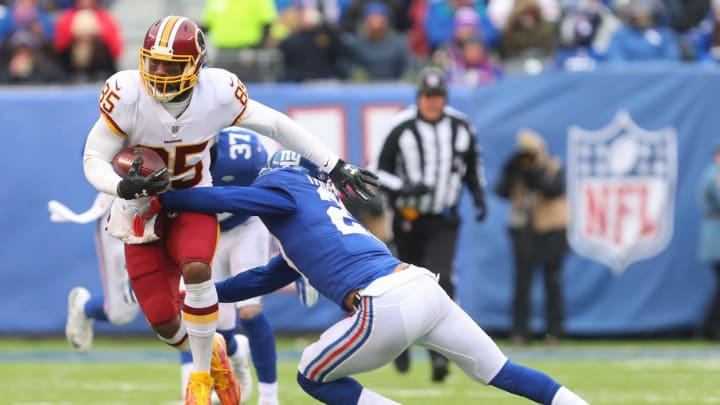 EAST RUTHERFORD, NJ – DECEMBER 31: Vernon Davis #85 of the Washington Redskins runs with the ball while Darian Thompson #27 of the New York Giants attempts to tackle him during the first half at MetLife Stadium on December 31, 2017 in East Rutherford, New Jersey. (Photo by Ed Mulholland/Getty Images)