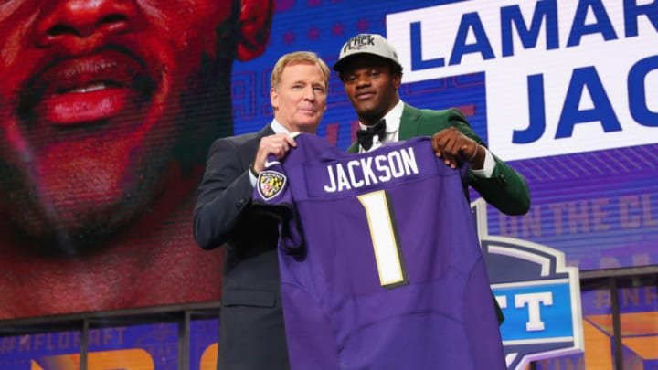ARLINGTON, TX - APRIL 26: Lamar Jackson of Louisville poses with NFL Commissioner Roger Goodell after being picked #32 overall by the Baltimore Ravens during the first round of the 2018 NFL Draft at AT&T Stadium on April 26, 2018 in Arlington, Texas. (Photo by Tom Pennington/Getty Images)