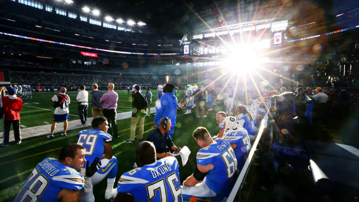 ARLINGTON, TX – NOVEMBER 23: The Los Angeles Chargers offensive line sits on the bench as the Los Angeles Chargers take on the Dallas Cowboy at AT