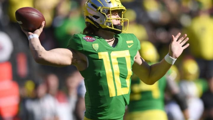 SANTA CLARA, CA - DECEMBER 31: Justin Herbert #10 of the Oregon Ducks looks to pass against the Michigan State Spartans during the first half of the Redbox Bowl at Levi's Stadium on December 31, 2018 in Santa Clara, California. (Photo by Thearon W. Henderson/Getty Images)