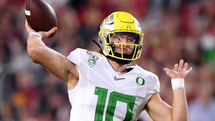 LOS ANGELES, CALIFORNIA - NOVEMBER 02: Justin Herbert #10 of the Oregon Ducks passes during the first half against the USC Trojans at Los Angeles Memorial Coliseum on November 02, 2019 in Los Angeles, California. (Photo by Harry How/Getty Images)