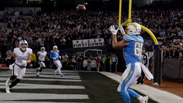 OAKLAND, CALIFORNIA – NOVEMBER 07: Hunter Henry #86 of the Los Angeles Chargers catches a two-yard touchdown pass against the Oakland Raiders during the second quarter of an NFL football game at RingCentral Coliseum on November 07, 2019 in Oakland, California. (Photo by Thearon W. Henderson/Getty Images)