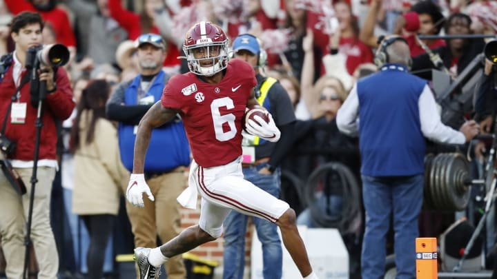 TUSCALOOSA, ALABAMA – NOVEMBER 09: DeVonta Smith #6 of the Alabama Crimson Tide runs after catching a 64-yard touchdown pass during the second quarter against the LSU Tigers in the game at Bryant-Denny Stadium on November 09, 2019 in Tuscaloosa, Alabama. (Photo by Todd Kirkland/Getty Images)