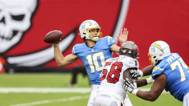 (Photo by James Gilbert/Getty Images) – LA Chargers Justin Herbert