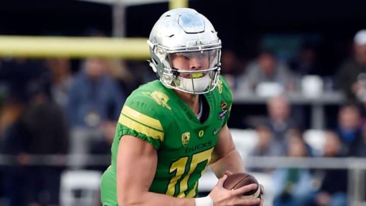 LAS VEGAS, NV - DECEMBER 16: Quaterback Justin Herbert #10 of the Oregon Ducks runs with the ball against the Boise State Broncos in the Las Vegas Bowl at Sam Boyd Stadium on December 16, 2017 in Las Vegas, Nevada. Boise State won 38-28. (Photo by David Becker/Getty Images)