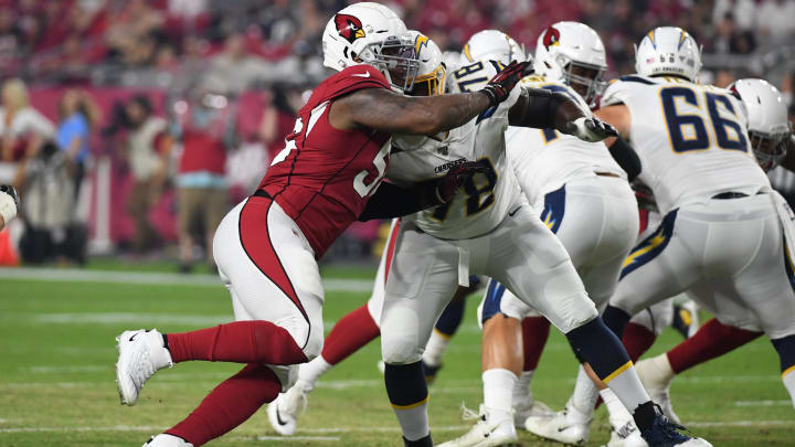 GLENDALE, ARIZONA – AUGUST 08: Terrell Suggs #56 of the Arizona Cardinals rushes the passer against Trent Scott #78 of the Los Angeles Chargers during the first half of an NFL preseason game at State Farm Stadium on August 08, 2019 in Glendale, Arizona. (Photo by Norm Hall/Getty Images)
