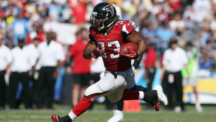 SAN DIEGO, CA - SEPTEMBER 23: Running back Michael Turner #33 of the Atlanta Falcons carries the ball against the San Diego Chargers at Qualcomm Stadium on September 23, 2012 in San Diego, California. (Photo by Jeff Gross/Getty Images)