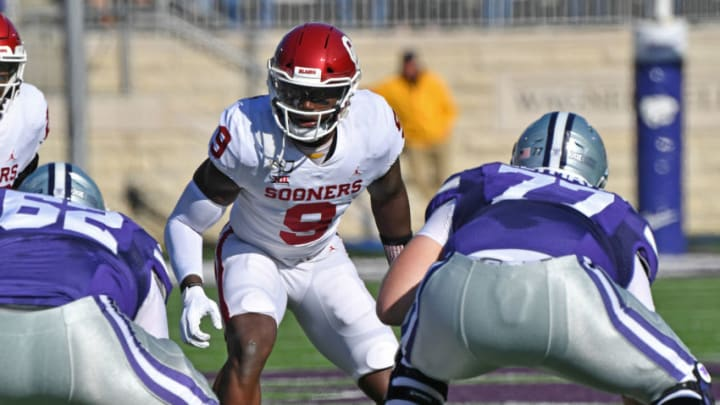 MANHATTAN, KS - OCTOBER 26: Linebacker Kenneth Murray #9 of the Oklahoma Sooners gets set on defense against the Kansas State Wildcats during the first half at Bill Snyder Family Football Stadium on October 26, 2019 in Manhattan, Kansas. (Photo by Peter G. Aiken/Getty Images)