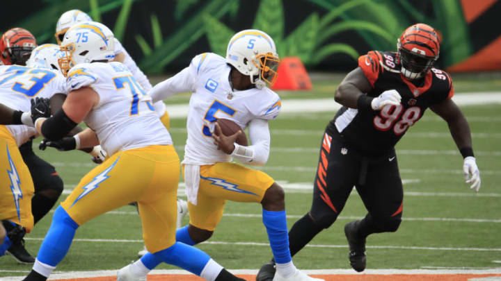 CINCINNATI, OHIO - SEPTEMBER 13: Quarterback Tyrod Taylor #5 of the Los Angeles Chargers rushes against the Cincinnati Bengals during the first half at Paul Brown Stadium on September 13, 2020 in Cincinnati, Ohio. (Photo by Andy Lyons/Getty Images)